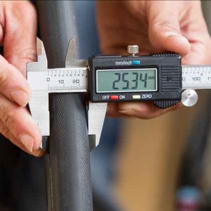 On the other hand the Vredestein Senso 25 result in a width of 25.34 millimeters.