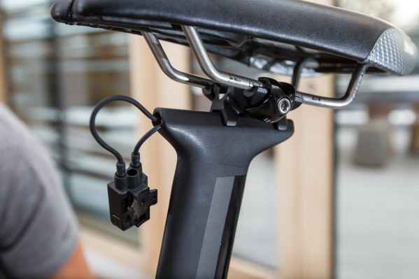 Attach the Di2 junction box below the saddle. This can either be done directly on the seatpost (with Loctite) or on the saddle rails (with cable ties).