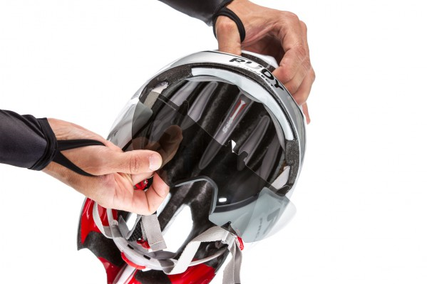 The fully integrated and interchangeable visor ensures high protection and best aerodynamic.