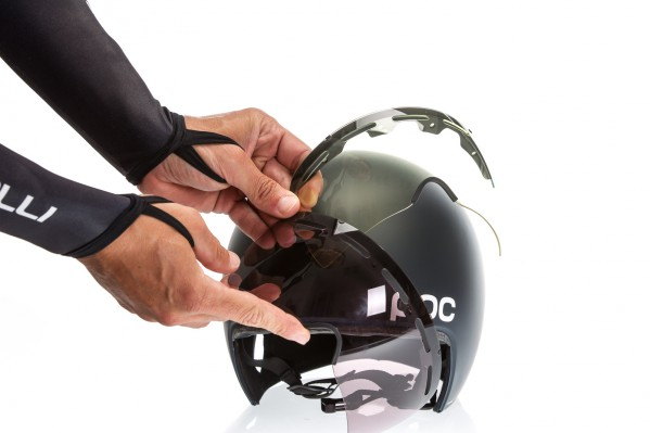 The visor's tint has been specifically developed in cooperation with Zeiss to enhance the contrasts of road surfaces, allowing riders to spot any irregularities or obstacles in time.