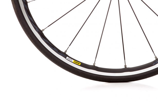 ... nicely topped off with Mavic Ksrium Elite wheels, weighing only 1.550 g.
